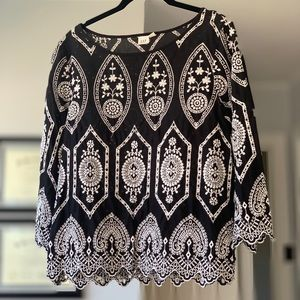 GAP eyelet embroidered black & white top